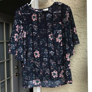 Knox Rose size small dolman floral top